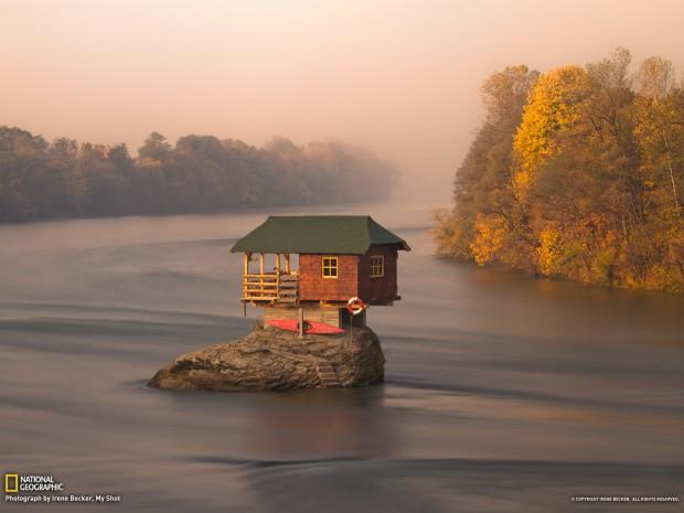 casetta sul fiume