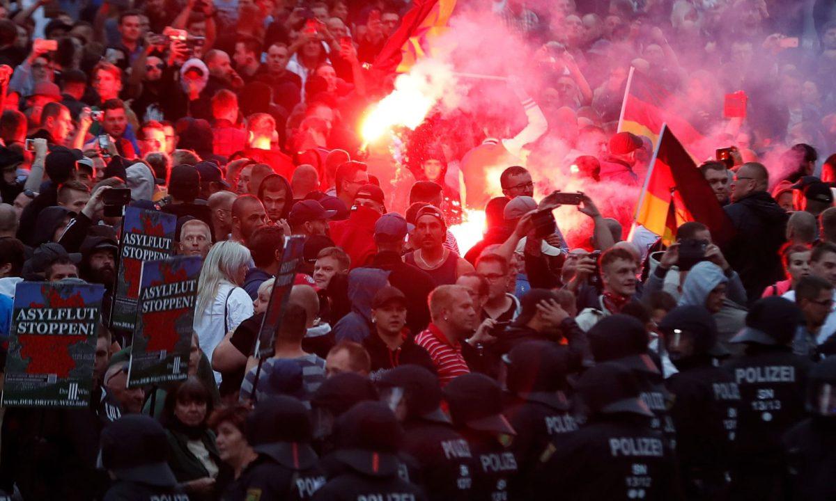 manifestazione germania contro immigrati